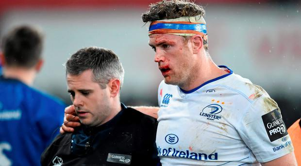 Jamie Heaslip, Leinster, leaves the pitch after picking up an injury accompanied by Ciaran Cosgrave, Leinster team doctor. Guinness PRO12, Round 12, Ospreys v Leinster. Liberty Stadium, Swansea, Wales. Picture credit: Stephen McCarthy / SPORTSFILE
