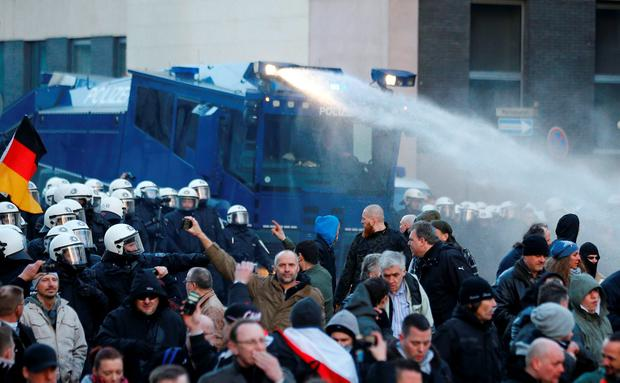 Police use a water cannon during a protest march by supporters of anti-immigration right-wing movement PEGIDA (Patriotic Europeans Against the Islamisation of the West) in Cologne, Germany, January 9, 2016. REUTERS/Wolfgang Rattay