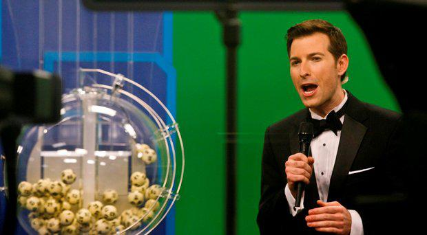 Host Sam Arlen speaks as the winning Powerball numbers are about to be drawn at the Florida Lottery studio in Tallahassee, Florida January 9, 2016