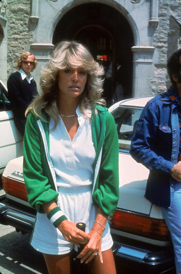 American actress Farrah Fawcett (then known as Farrah Fawcett-Majors) poses with a tennis racket outside the Playboy Mansion where she participated in a charity tennis match, Los Angeles, California, May 1976. (Photo by Fotos International/Frank Edwards/Getty Images)