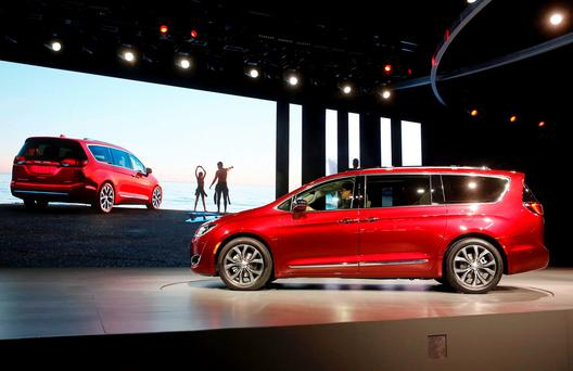 The 2017 Chrysler Pacifica minivan is unveiled at the North American International Auto Show in Detroit, January 11, 2016. REUTERS/Mark Blinch