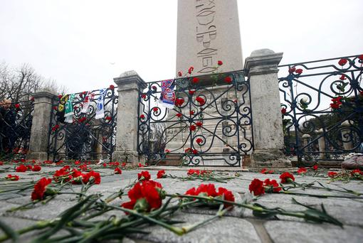 Flowers are seen placed in front of the Obelisk of Theodosius where Tuesday's suicide bomb attack took place at Sultanahmet square in Istanbul, Turkey. Reuters/Osman Orsal