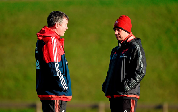 Munster head coach Anthony Foley in conversation with assistant coach Brian Walsh during squad training. University of Limerick, Limerick. Picture credit: Diarmuid Greene / SPORTSFILE