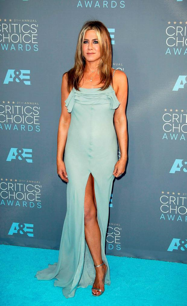 Actress Jennifer Aniston arrives at the 21st Annual Critics' Choice Awards in Santa Monica, California January 17, 2016. REUTERS/Danny Moloshok