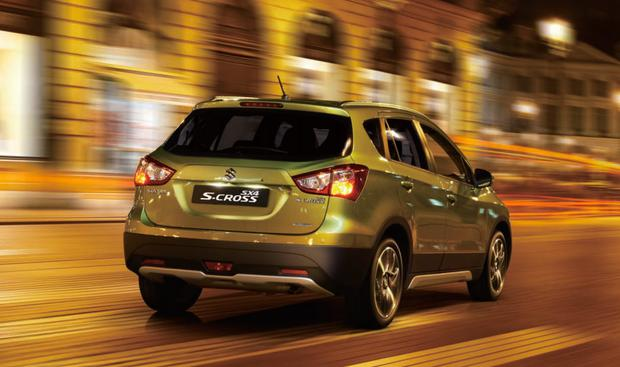 sx4-scross-rear-night-driving