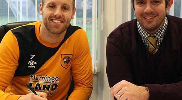 David Meyler signs a new contract at Hull