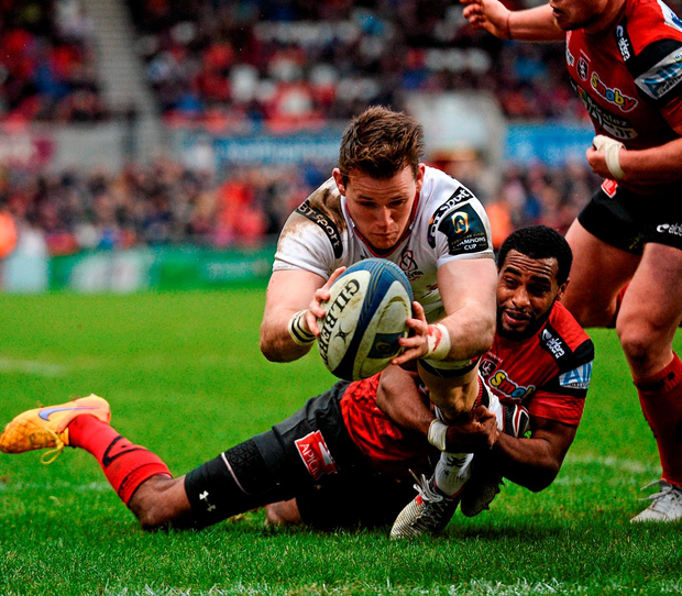 Craig Gilroy dives over to score Ulster's fifth try Photo: Oliver McVeigh / SPORTSFILE