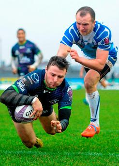 Robbie Henshaw scores Connacht's fifth try on his return to action Photo: Seb Daly / SPORTSFILE