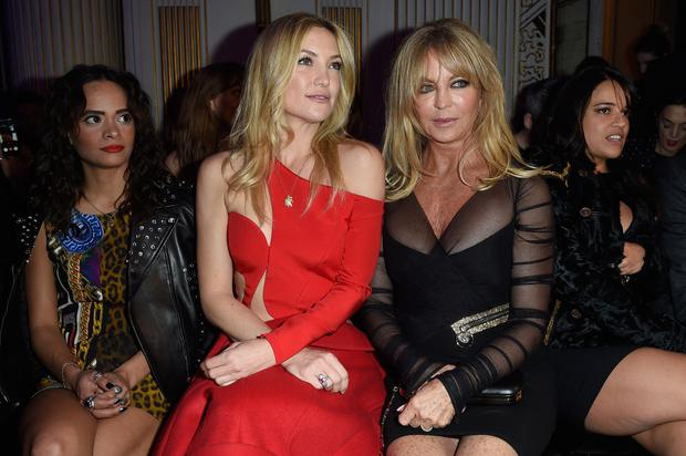 Sophie Lopez, Kate Hudson and Goldie Hawn attend the Versace show as part of Paris Fashion Week Haute Couture Spring/Summer 2015 (Photo by Pascal Le Segretain/Getty Images)