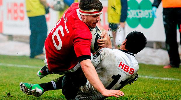 Mike Sherry, Munster, is tackled by Diob Berryman, Zebre. Guinness PRO12, Round 13, Zebre v Munster, Stadio Sergio Lanfranchi, Parma, Italy. Picture credit: Roberto Bregani / SPORTSFILE