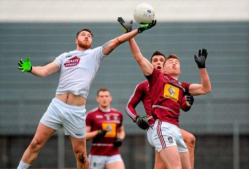 Johnny Byrne, Kildare, in action against Shane Flanagan, Westmeath. Allianz Football League, Division 3, Round 1, Westmeath v Kildare, TEG Cusack Park, Mullingar, Co. Westmeath. Picture credit: Seb Daly / SPORTSFILE