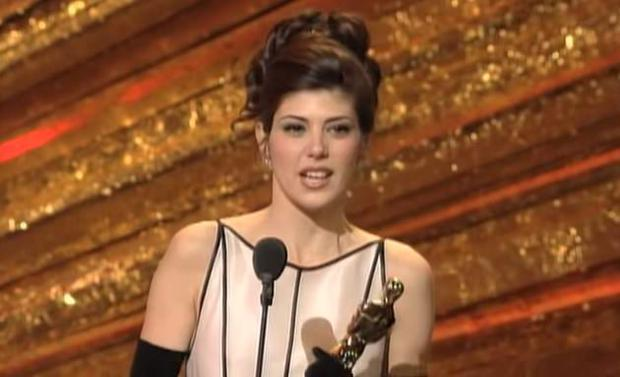 Marisa Tomei accepts her Oscar in 1993