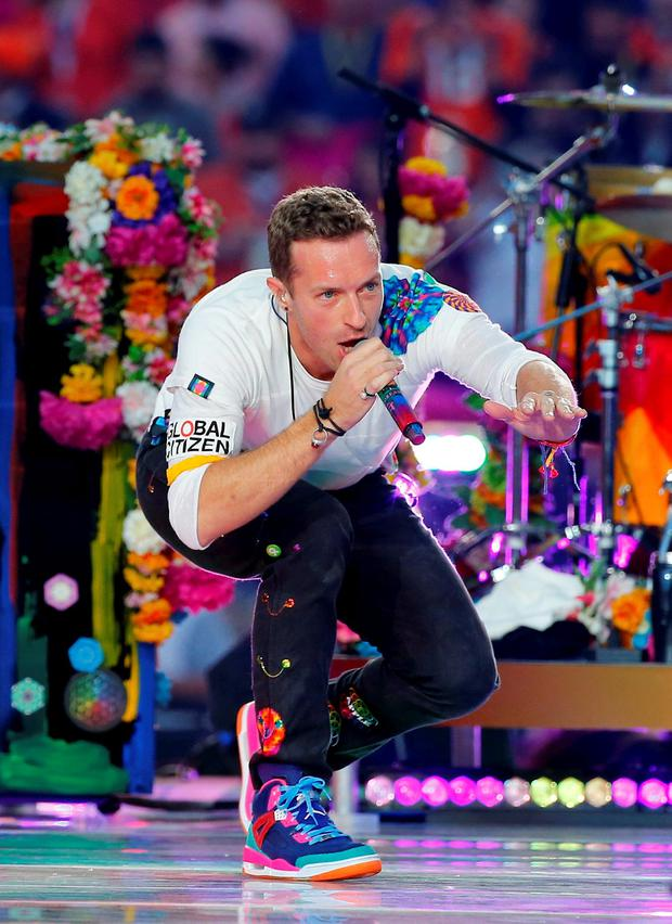 Chris Martin, lead singer of Coldplay, performs during the half-time show at the NFL's Super Bowl 50 between the Carolina Panthers and the Denver Broncos in Santa Clara, California February 7, 2016. REUTERS/Mike Blake