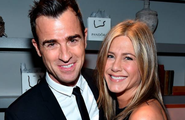 Newlyweds Justin Theroux (L) and actress/executive producer Jennifer Aniston (Photo by Alberto E. Rodriguez/Getty Images for LTLA)