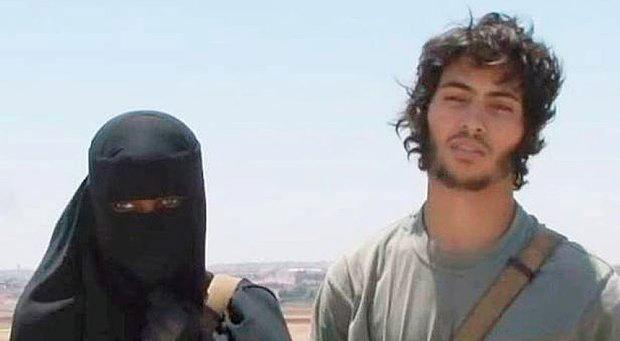 Khadijah Dare with her Swedish Isis fighter husband, Abu BakrKhadijah Dare with her Swedish Isis fighter husband, Abu Bakr
