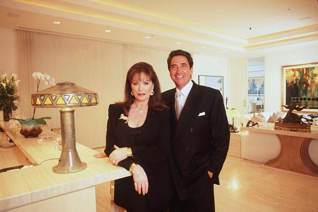 The late best-selling author Jackie Collins poses with her fiancee Frank Calcagini at her Beverly Hills home March 21, 1998. (Photo by Paul Harris/Online USA)