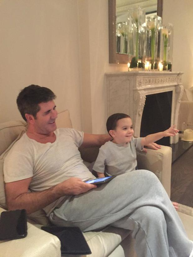 Simon reklaxes with son Eric. Photo: Instagram.