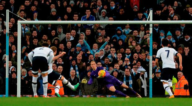 Tottenham Hotspur's English striker Harry Kane (2L) shoots from the penalty spot towards Manchester City's English goalkeeper Joe Hart to score his team's first goal during the English Premier League football match between Manchester City and Tottenham Hotspur at the Etihad Stadium on Sunday