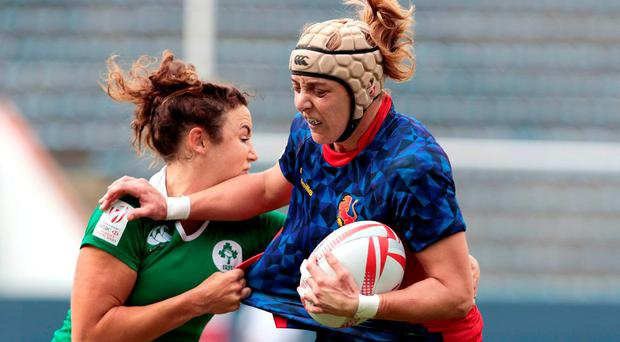 Berta Garcia (R) of Spain vies for the ball with Louise Galvin of Ireland during their World Rugby Women's Sevens Series match in Barueri, Brazil. AFP PHOTO / Photo: Miguel Schincariol/AFP/Getty Images