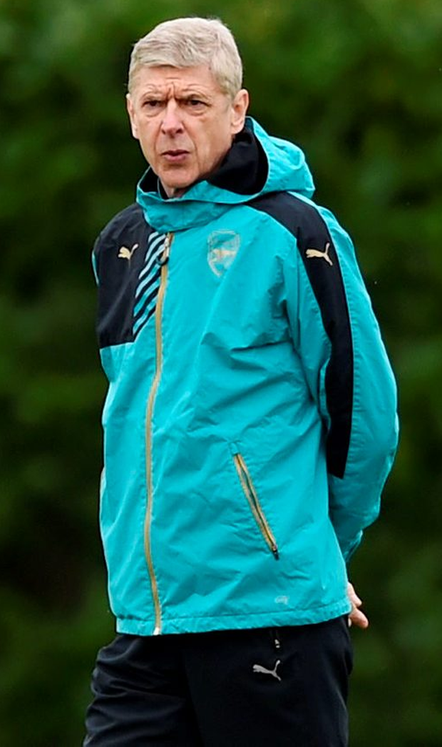 Arsenal manager Arsene Wenger at squad training ahead of tonight's Champions League clash with Barca Photo: Reuters / Tony O'Brien