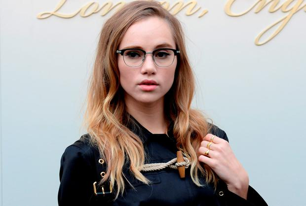 Suki Waterhouse attends the Burberry show during London Fashion Week Autumn/Winter 2016/17 at Kensington Gardens on February 22, 2016 in London, England. (Photo by Anthony Harvey/Getty Images)