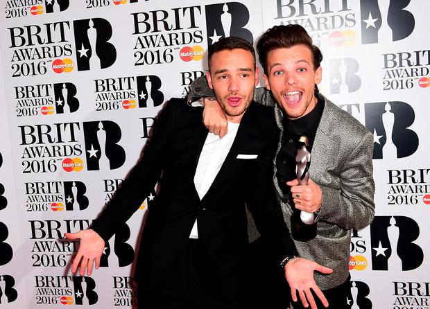 Liam Payne (left) and Louis Tomlinson (right) form One Direction with the BRIT Award for British Artist Video of the Year in the press room at the 2016 Brit Awards at the O2 Arena, London. Photo: Ian West/PA Wire