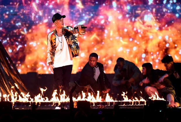 Justin Bieber performs on stage at the BRIT Awards 2016 at The O2 Arena on February 24, 2016 in London, England. (Photo by Ian Gavan/Getty Images)