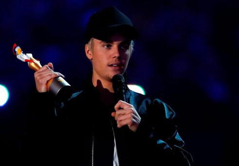 Justin Bieber accepts the award for best international male artist at the BRIT Awards at the O2 arena in London, February 24, 2016. REUTERS/Stefan Wermuth EDITORIAL USE ONLY