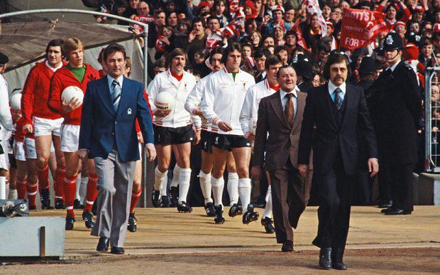Nottingham Forest manager Brian Clough (l) leads out his team ( Larry Lloyd (l) and Chris Woods) as Liverpool boss Bob Paisley (2nd r) does likewise before the start of the 1978 League Cup Final at Wembley Stadium on March 18, 1978 in London, England. (Photo by Allsport/Getty Images)