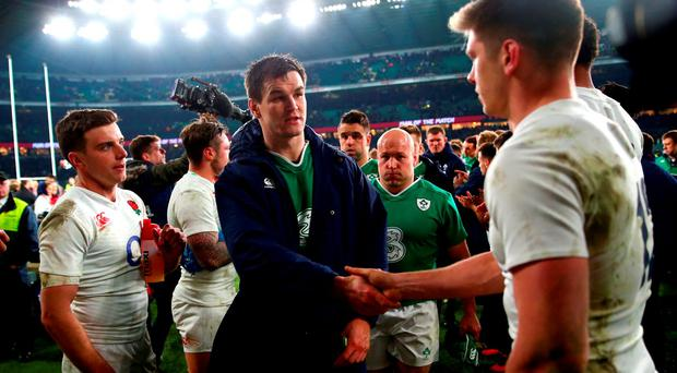 Jonathan Sexton of Ireland and Owen Farrell of England shake hands
