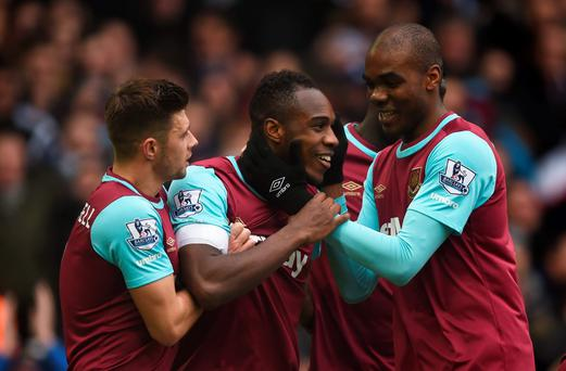 West Ham's Michail Antonio celebrates scoring their first goal with team mates Photo: Reuters / Tony O'Brien