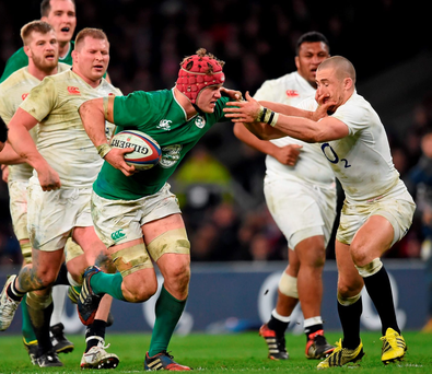 Irieland's Josh van der Flier avoids the attentions of England's Mike Brown. Photo: Stephen McCarthy/Sportsfile