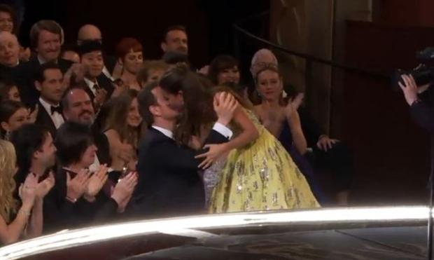 Alicia Vikander and Michael Fassbender share a kiss at the Oscars as the Swedish actress celebrated her win for Best Supporting Actress for her role in The Danish Girl. Photo: ABC.