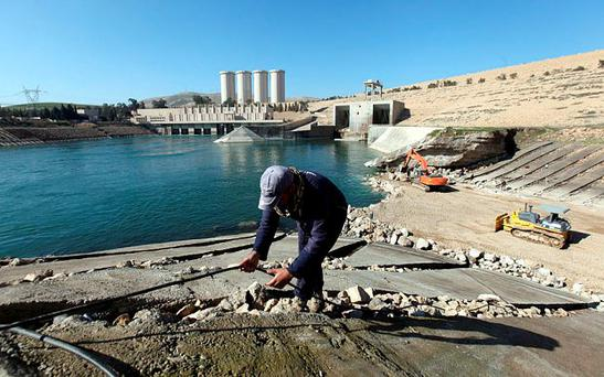 Employees work at strengthening the Mosul Dam in northern Iraq Photo: Reuters