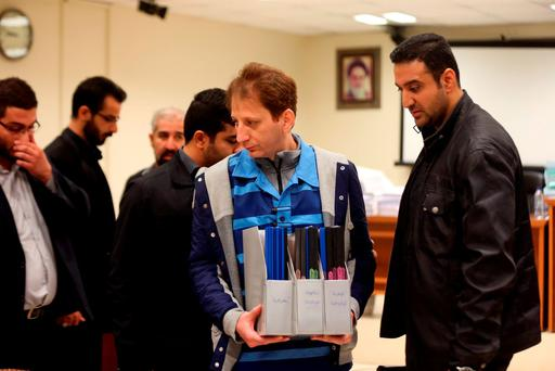 Iran's billionaire tycoon Babak Zanjani (C) in a court, in Tehran. Photo: AFP/Getty Images