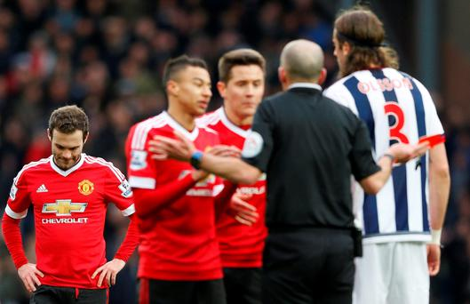 Manchester United's Juan Mata is sent off by referee Mike Dean Action Images via Reuters / Carl Recine