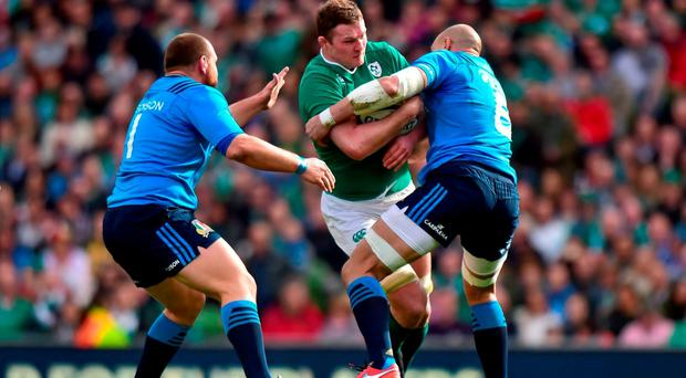 Donnacha Ryan, Ireland, is tackled by Andrea Lovotti, left, and Sergio Parisse, Italy. RBS Six Nations Rugby Championship, Ireland v Italy. Aviva Stadium, Lansdowne Road, Dublin. Picture credit: Ramsey Cardy / SPORTSFILE