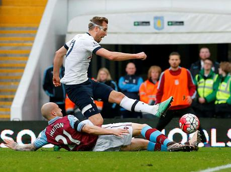 Harry Kane evades Alan Hutton's challenge to score Tottenham's first goal at Aston Villa. Photo: Phil Noble/Reuters
