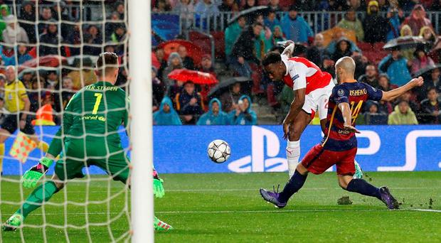 Danny Welbeck hits a shot under pressure from Javier Mascherano. Photo: Carl Recine/Action Images via Reuters