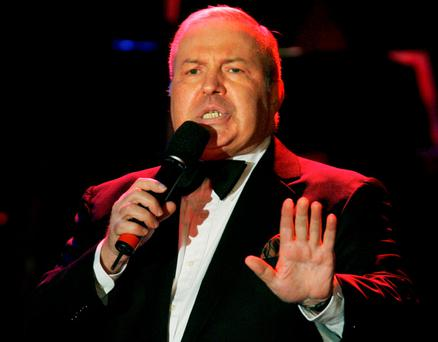 Singer Frank Sinatra Jr. performs at the 15th annual Society of Singers ELLA Awards in Beverly Hills, California in this September 12, 2006, file photo