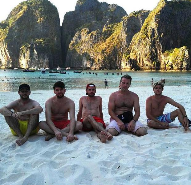 Niall Horan holidays in Thailand with friend Eoghan McDermott