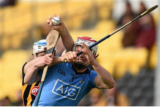 20 March 2016; Jonjo Farrell, Kilkenny, in action against Cian O'Callaghan, Dublin. Allianz Hurling League, Division 1A, Round 5, Kilkenny v Dublin. Nowlan Park, Kilkenny. Picture credit: Stephen McCarthy / SPORTSFILE