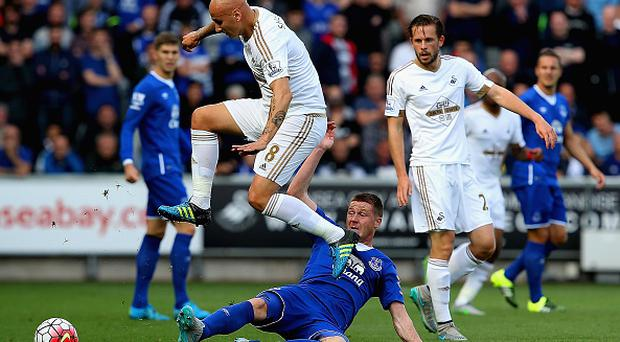 SWANSEA, WALES - SEPTEMBER 19: Jonjo Shelvey of Swansea City is tackled by James McCarthy of Everton during the Barclays Premier League match between Swansea City and Everton at the Liberty Stadium on September 19, 2015 in Swansea, United Kingdom. (Photo by Jan Kruger/Getty Images)