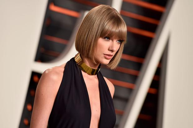 Singer Taylor Swift attends the 2016 Vanity Fair Oscar Party