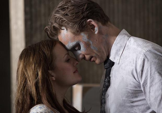 Elizabeth Moss and Tom Hiddleston in a scene from High Rise.