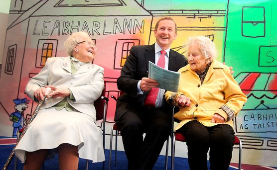 Taoiseach Enda Kenny,TD with 106 years old Dorothea Findlater (right) and 100 year old Teresa Moran (left) at the launch of Census 2016 at Government Buildings. Photo: Tom Burke