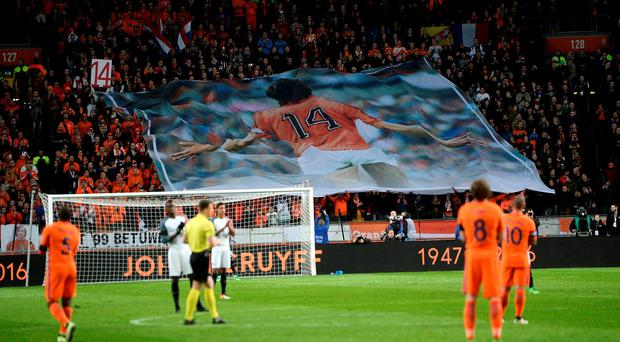 A minute of silence in tribute to Johan Cruyff, who died on Thursday after a five-month battle with lung cancer. REUTERS/Toussaint Kluiters/United Photos