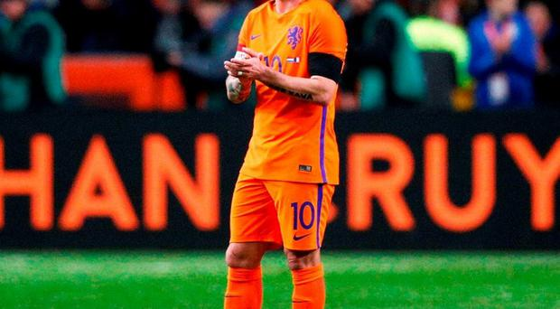 Wesley Sneijder of the Netherlands stands in the 14th minute for a minute's silence to remember Johan Cruyff. Photo: Dean Mouhtaropoulos/Getty Images