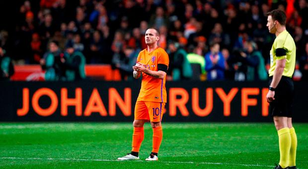 Wesley Sneijder of the Netherlands stands in the 14th minute for a minute's silence to remember Johan Cruyff (Dean Mouhtaropoulos/Getty Images)