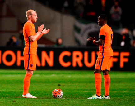 Netherland's midfielder Davy Klaassen (L) and Netherland's midfielder Quincy Promes applaud during a standing ovation in honour of late Dutch football legend Johann Cruyff Photo: Getty